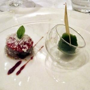 Dolci ortaggi: parmigiana di melanzane al cioccolato, sorbetto di basilico e melissa