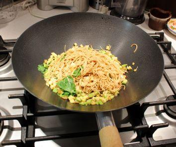 Pad thai vegetariano nel wok