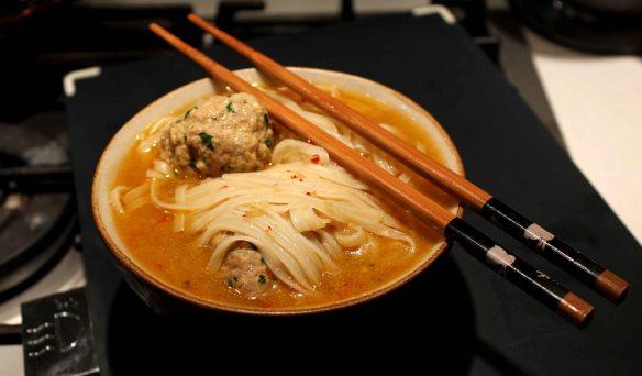 Zuppa orientale con polpette